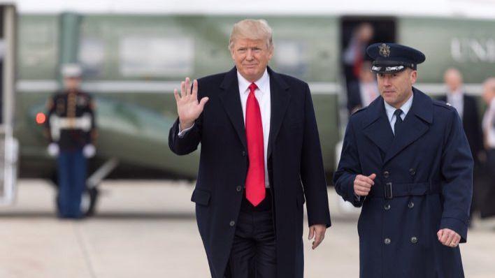 Trump se enfrenta al FBI: desclasifica un informe que habla de abusos en la investigación de la trama rusa