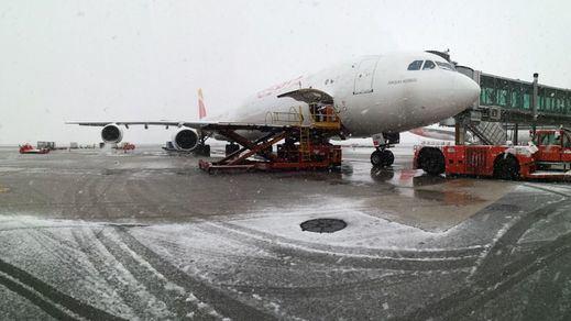 Las fotos más impactantes de la nevada en Madrid: hasta el aeropuerto cerró varias pistas