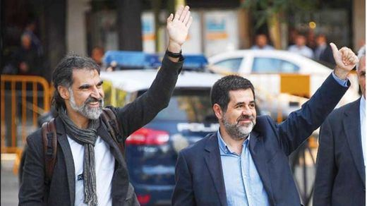 El Constitucional admite los recursos de los 'Jordis' contra su ingreso en prisión