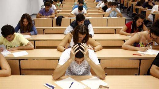IU reclama soluciones ante el retraso de las becas del Ministerio de Educación