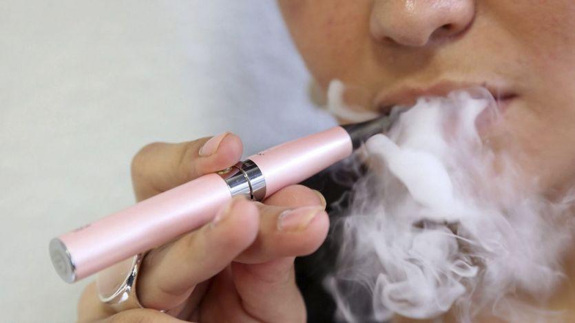 Sanidad encuentra sustancias cancerígenas en los cigarrillos electrónicos y alerta de su nivel de nicotina