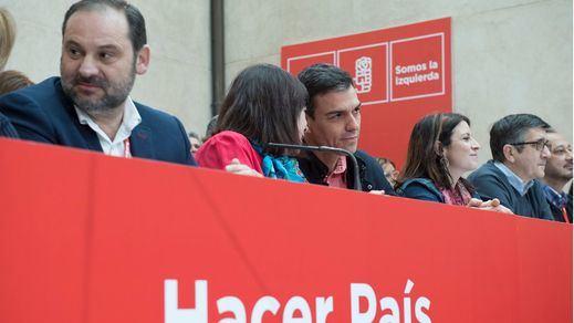 El PSOE sigue 'descosido': los barones críticos dejan plantado a Sánchez en el Comité Federal que blinda su poder