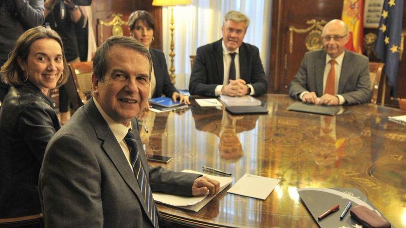 El ministro de Hacienda y Función Pública, Cristóbal Montoro, reunido con Abel Caballero, presidente de la Federación Española de Municipios y Provincias