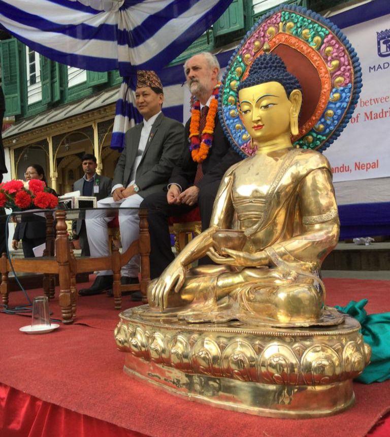 Bidya Sunder Shakya y Luis Cueto en Katmandhú