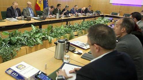 Los representantes de la Policía y Guardia Civil alcanzan con Zoido un principio de acuerdo sobre equiparación salarial