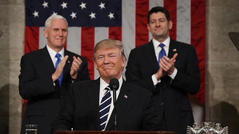 Trump da un giro radical a su postura sobre las armas: apuesta por incrementar el control en la venta