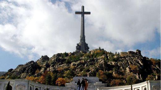No hay dinero para exhumar en el Valle de los Caídos, pero sí para repatriaciones de la División Azul