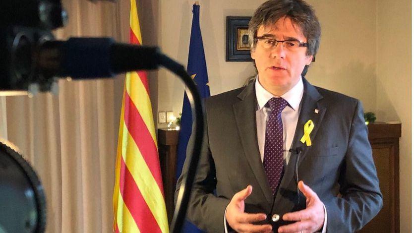 Puigdemont renuncia a su investidura y propone a Jordi Sànchez, mientras Moncloa 'se apunta el tanto'