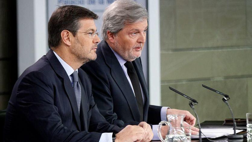 El ministro de Educación, Cultura y Deporte y portavoz del Gobierno, Íñigo Méndez de Vigo, y el ministro de Justicia, Rafael Catalá