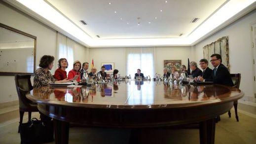 Román Escolano debuta en Moncloa como ministro de Economía con un choque de criterios con Montoro