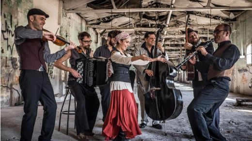 La mítica BGKO nos regala la (mejor) mezcolanza de músicas mediterráneas y de los Balcanes
