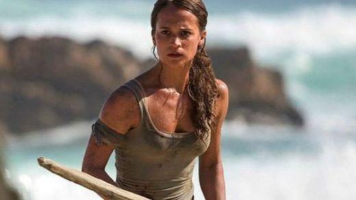 Alicia Vikander y el lamentable debate sobre el tamaño de sus pechos para representar a Lara Croft en 'Tomb Raider'