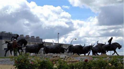 Monumento a la tradición taurina de Colmenar, obra del gran artista Manuel Revelles.