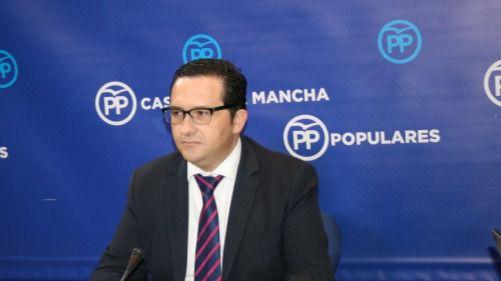 PP: 'Page, en lugar de solucionar los problemas que crea, se marcha a Roma con el dinero público'