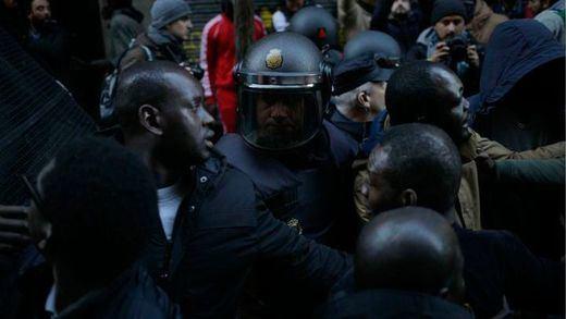 Nuevos disturbios en Lavapiés: un detenido y 3 policías heridos