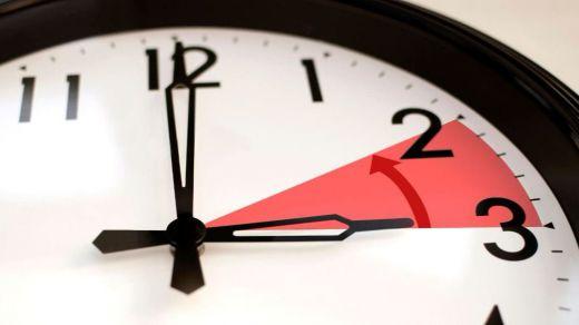 Este domingo 25 de marzo se cambia la hora: dormiremos menos