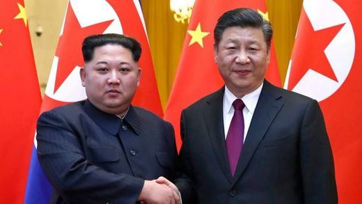 El líder norcoreano Kim Jong Un hace su primer viaje oficial fuera del país para visitar a la aliada China
