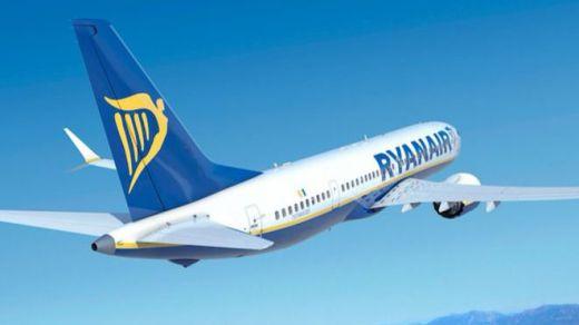 IU exige que Ryanair no cobre que los menores puedan sentarse con sus padres