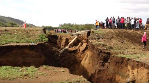 Parece de película, pero es real: África se está partiendo con una gran grieta en Kenia
