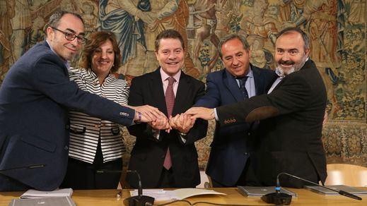 García-Page suscribe con CECAM, UGT y CCOO el Plan Regional de Empleo y Garantía de Rentas 2018-2020