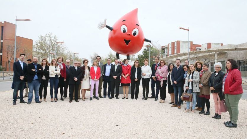Inauguración del monumento en homenaje a los Donantes de Sangre