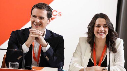 Ciudadanos y Podemos entierran el viejo bipartidismo en una encuesta que hunde al PP