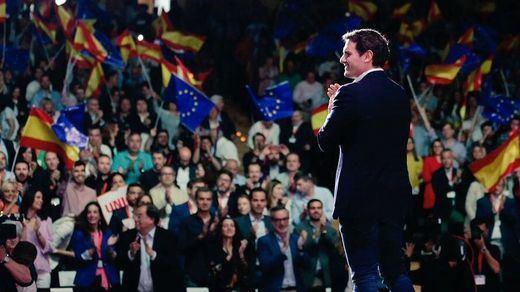 Ciudadanos se lanza a por la victoria final bajo la bandera del nacionalismo español