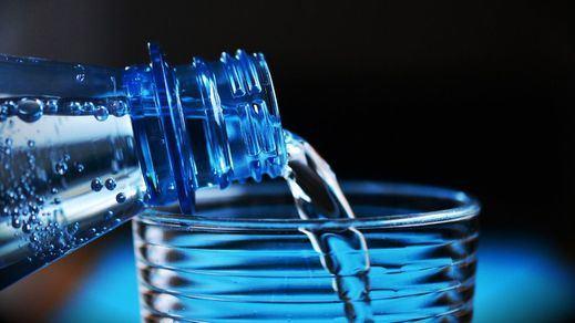 Muchos restaurantes sirven agua del grifo filtrada a precio de agua mineral