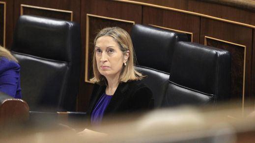 Ana Pastor, una 'pillada' y una regañina en el debate de los Presupuestos