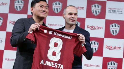 Iniesta firma su nuevo contrato con el Vissel Kobe japonés