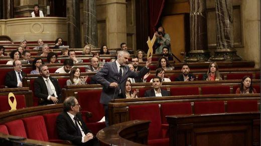 Nuevo 'numerito' en el Parlament a costa del lazo amarillo