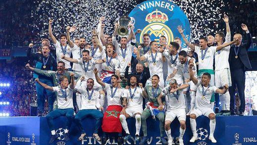 El Real Madrid agranda su leyenda y alza la decimotercera en Kiev (3-1)