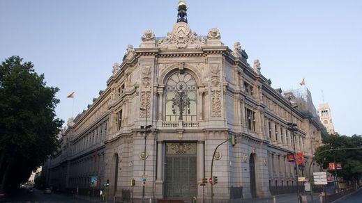 Críticas al Gobierno por proponer un relevo en el Banco de España en plena moción a Rajoy