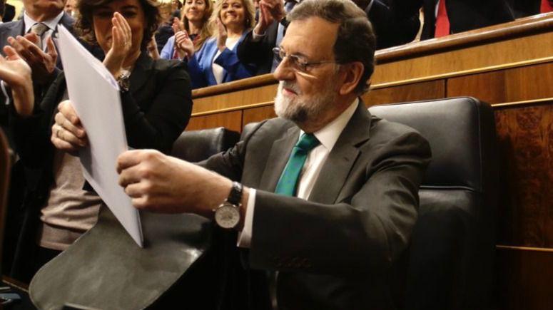 Así fue la primera moción de censura que perdió Rajoy hace 31 años