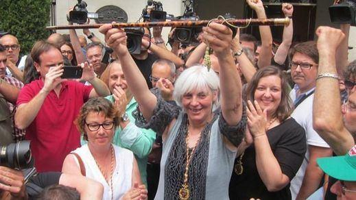 Separados por una moción; unidos por otra: PP y PSOE, juntos contra la alcaldesa de Badalona