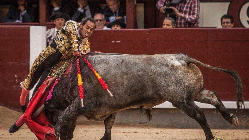 Espectacular estocada de Bolívar al sexto toro de la tarde.