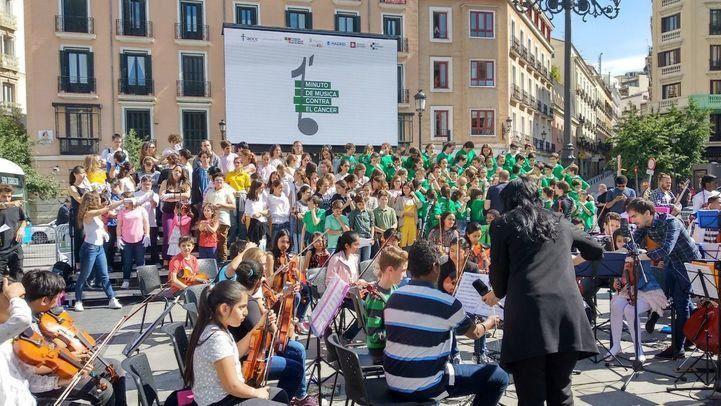 Concierto benéfico organizado por la Asociación Española Contra el Cáncer en la Plaza de Isabel II