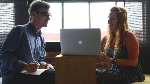 Tener una relación con un compañero de trabajo puede ser mala idea: consecuencias legales