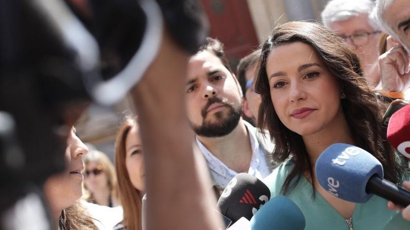Arrimadas: 'Los separatistas no nos van a callar ni a expulsar de Cataluña