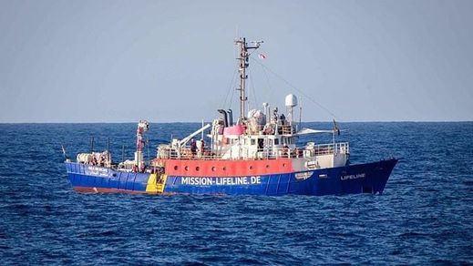 Otro barco 'Aquarius', el 'Lifeline', a la deriva en el Mediterráneo tras un nuevo cerrojazo de Italia