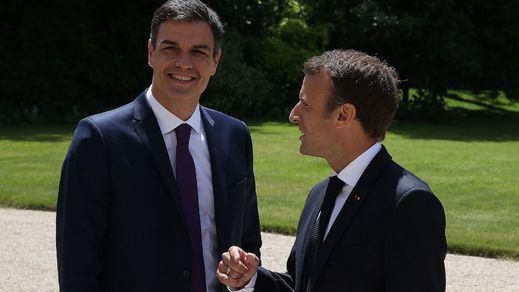 Sánchez y Macron abordan la crisis migratoria y acuerdan crear