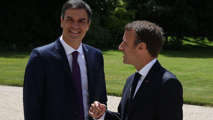 Sánchez y Macron abordan la crisis migratoria y acuerdan crear 'centros cerrados' en suelo europeo