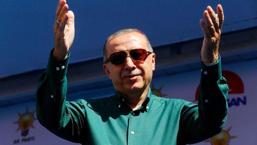 Los turcos permiten que Erdogan se erija en 'emperador' con poderes absolutos