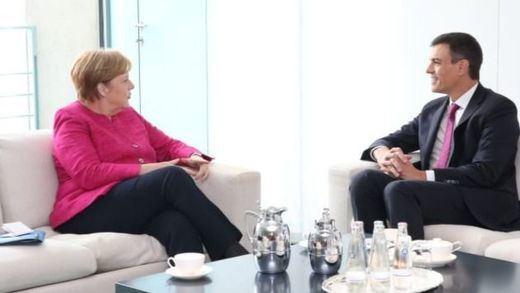 Sánchez y Merkel preparan la cumbre del Consejo Europeo del que saldrán 'parches' en política de inmigración