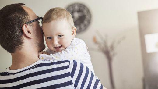 Luz verde a la equiparación de los permisos de paternidad y maternidad