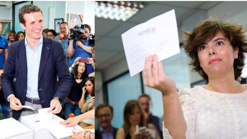 Los candidatos Pablo Casado y Soraya Sáenz de Santamaría votan en las primarias del PP