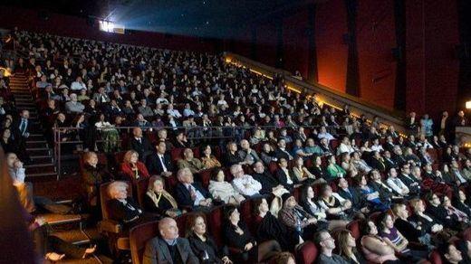 ¿Están cumpliendo los cines con la bajada del IVA al 10%?