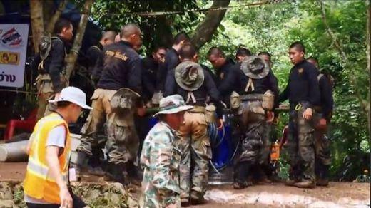 El tiempo corre en contra en el rescate de los niños atrapados en una cueva en Tailandia