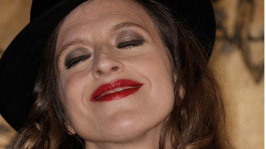 La polifacética María Villarroya nos sorprende con sus maravillosos 'Silencios cantados'