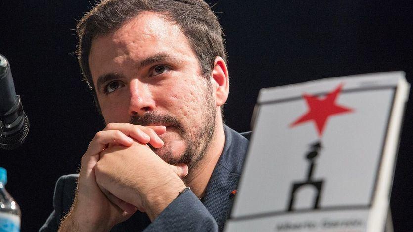 """Garzón critica a Sánchez su """"actitud continuista"""" al """"proteger a los poderosos y a la monarquía corrupta"""" y advierte de que se sitúa """"en el lado equivocado"""""""